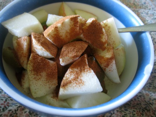 Yogurt with green plum, apple & cinnamon