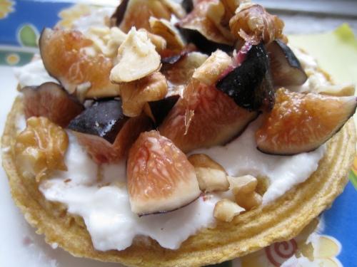 Kashi Waffle w/ yogurt, figs, honey & walnuts